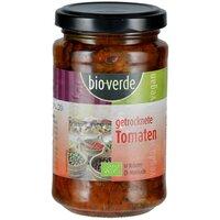 Sonnengetrocknete Tomaten mit frischen Kräutern in Öl-Marinade